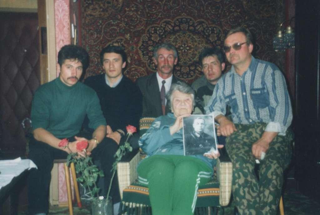Поисковики на встрече с сестрой капитана Тарасова в Москве