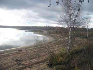 Следы постепенного сброса воды на Вазузском водохранилище. Фото с форума Гагаринсити.