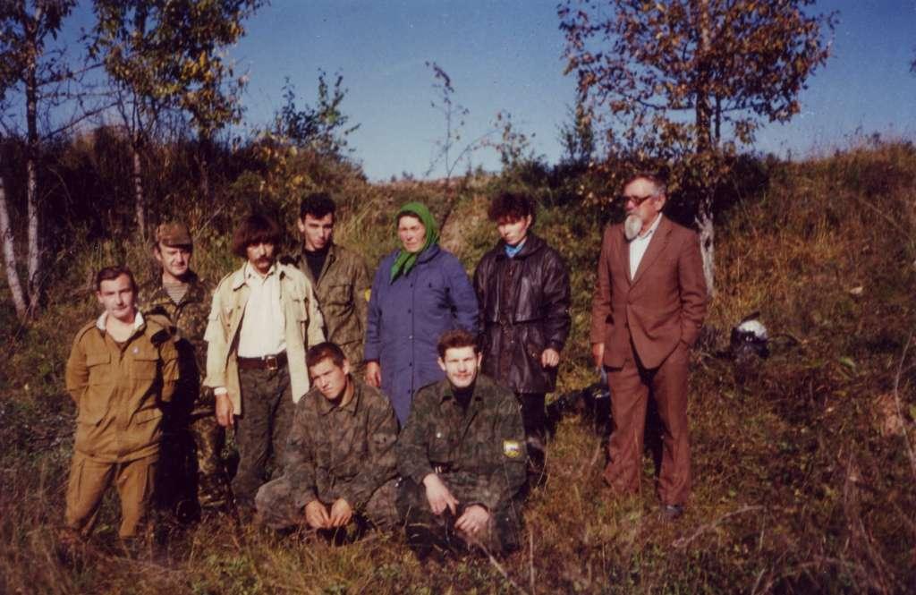 Поисковики с родственниками М.А. Куприянова. ур. Медведки сентябрь 1996 г.