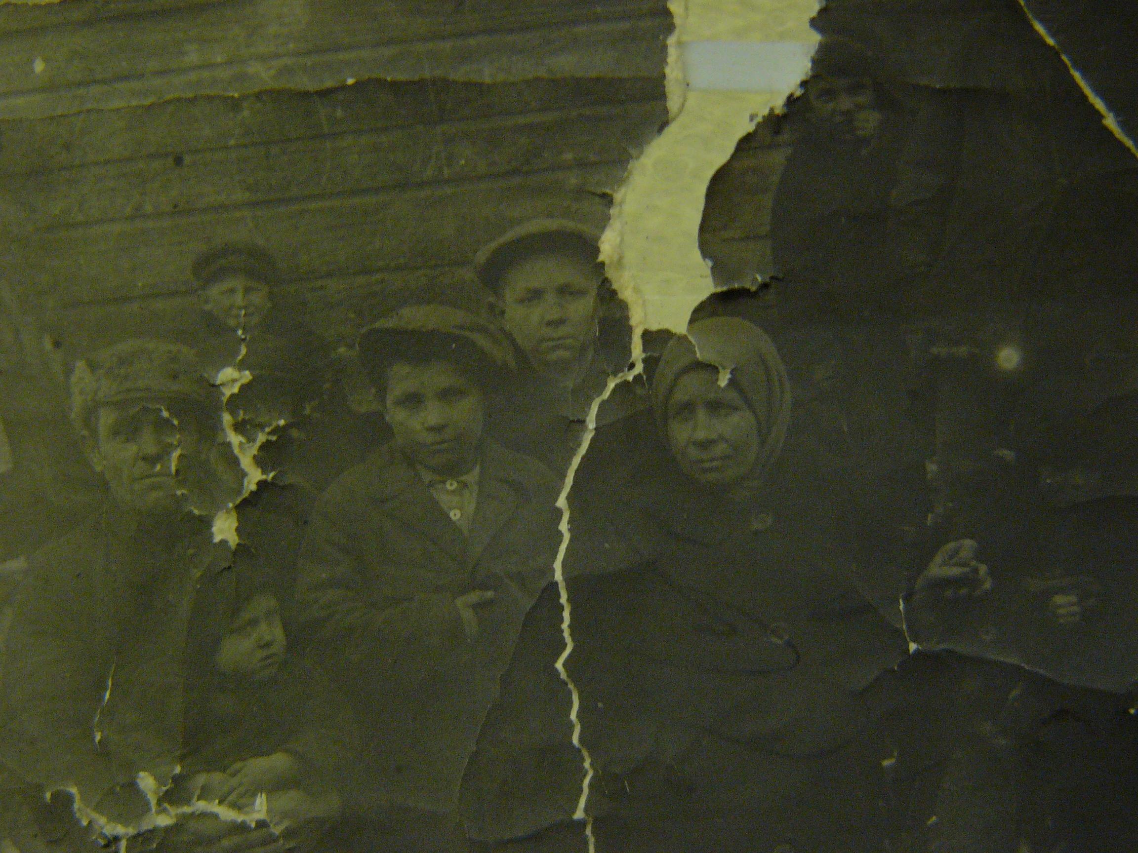 Семья Н. Михайлова (в центре). Довоенное фото