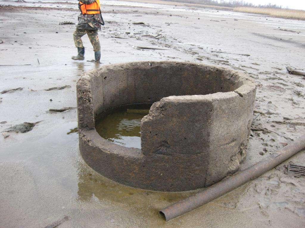 Перевернутый бетонный колпак ДОТа
