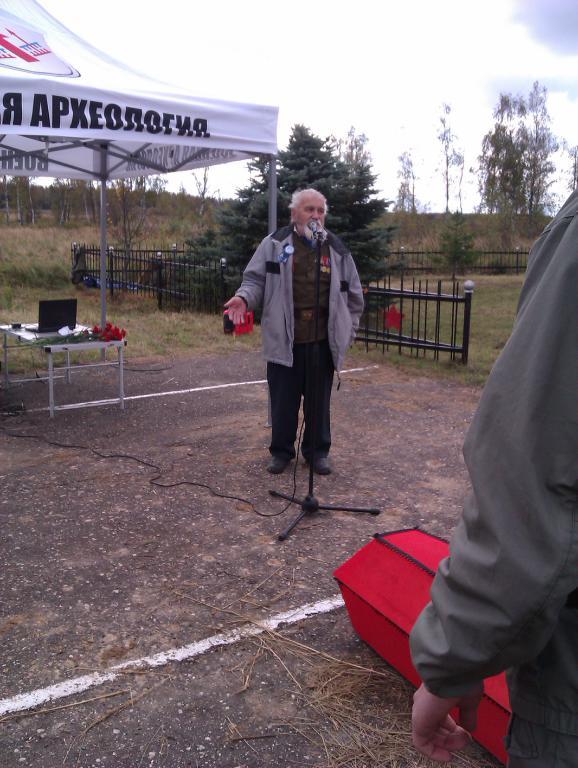 Валентин Иванович Виноградов на митинге во время проведения захоронения в Рыльково 25 сентября 2012 года